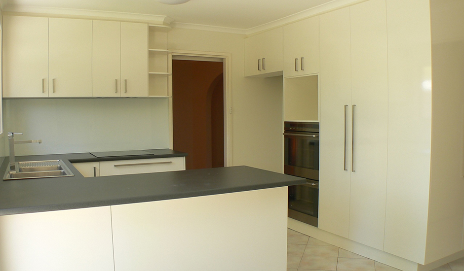 3Gowrie-Kitchen_3_940