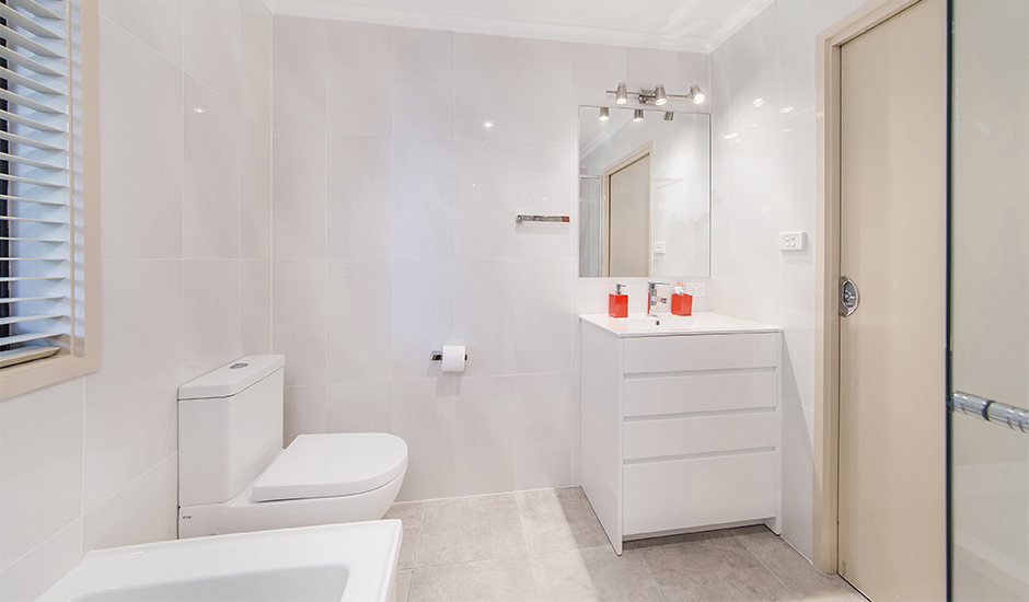Bathroom 2 – Keeping it simple but with splashes of colour in accessories