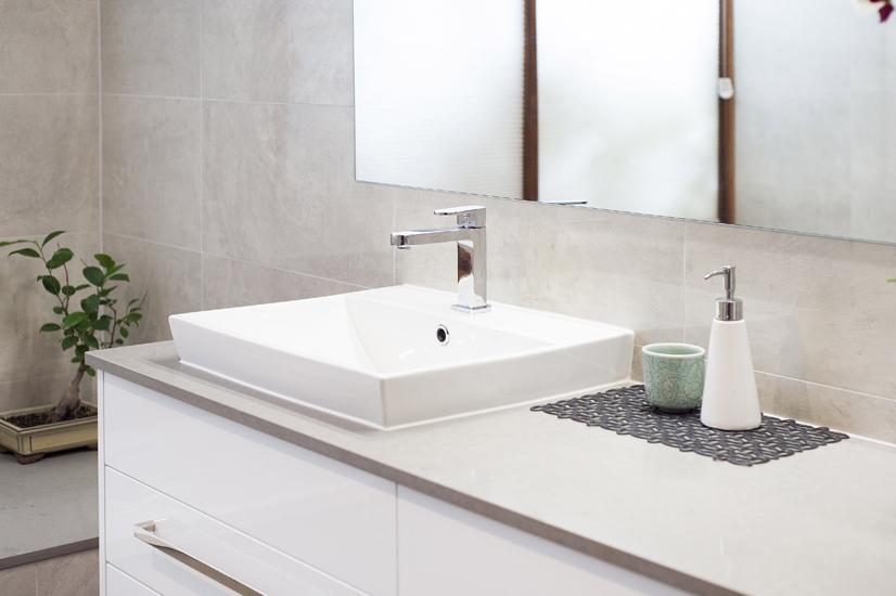 Bathroom 3 – Bathroom Half inset basin