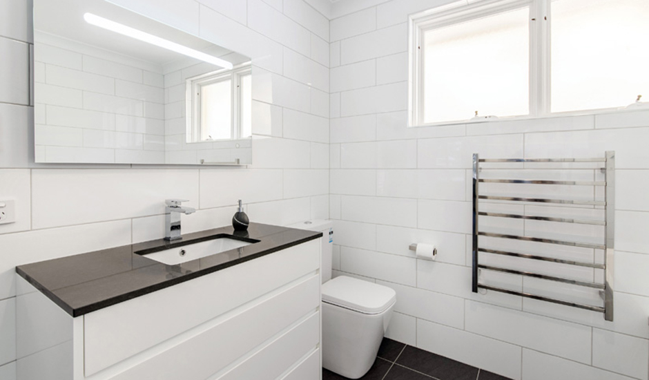 Deakin2 – Bathroom 3 – Accessories include heated towel rail & anti fogging mirror_940
