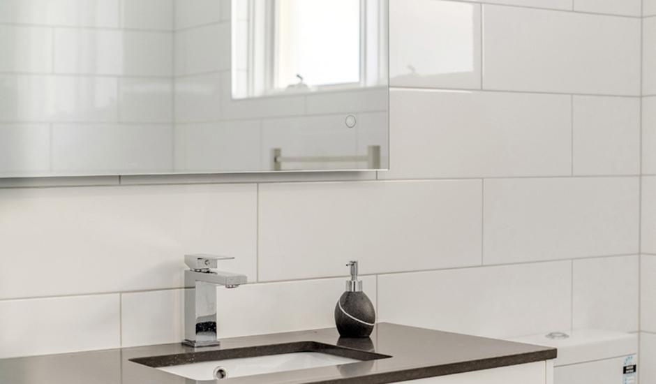 Deakin2 – Bathroom 4 – Custom vanity unit with underslung sink & stone top_940