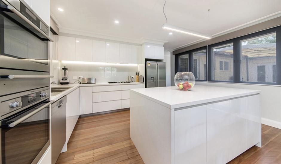 Deakin2 – Kitchen 1 – Sleek modern kitchen._940jpg