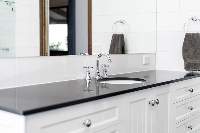 Ensuite 4 – Custom vanity unit with shaker doors