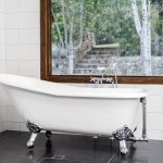 Ensuite 5 – In keeping with the style of the house a clawfooted bath